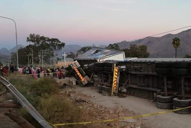 Trucks targeted on N1 near De Doorns