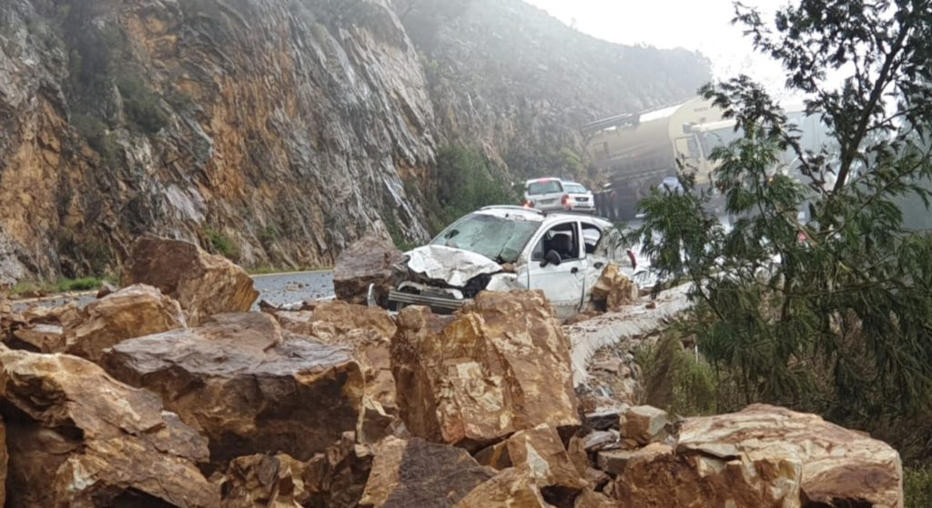 Motorist miraculously survives Franschhoek Pass rockslide