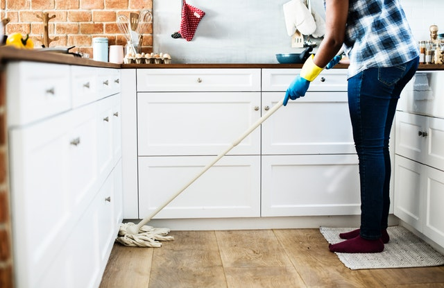 Study finds kids who do housework are more successful