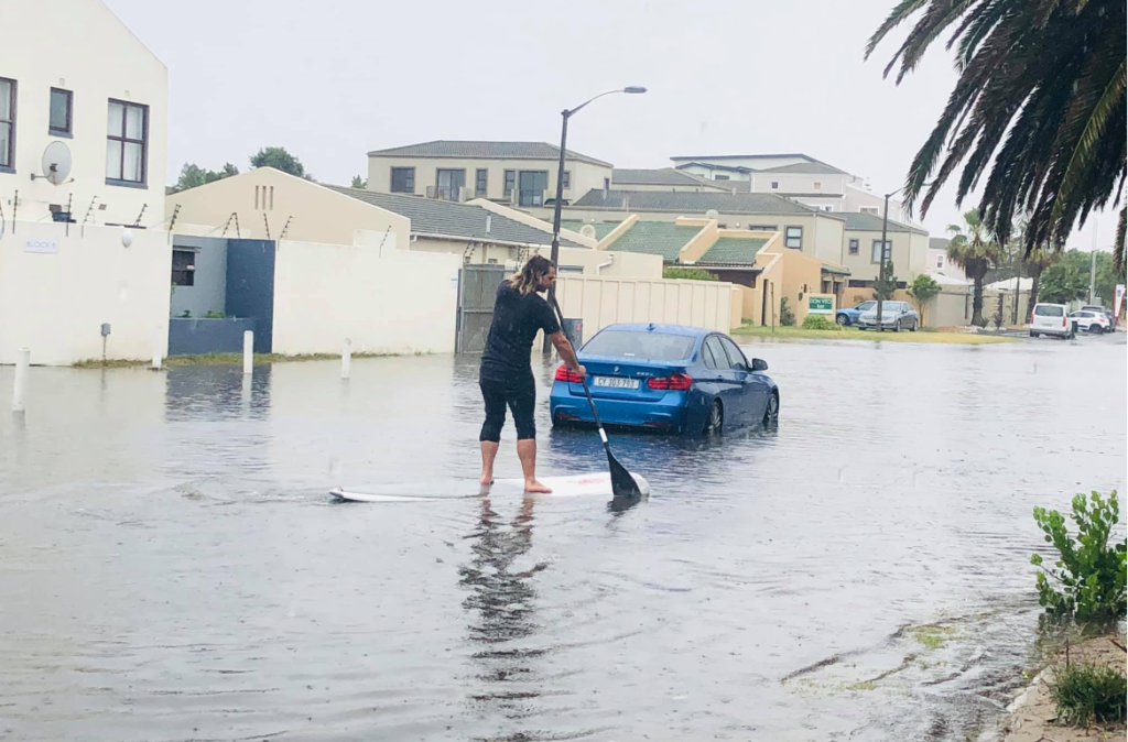 Capetonian SUPs in flooded streets
