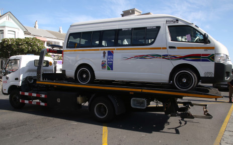 Taxis towed to clear Cape roads