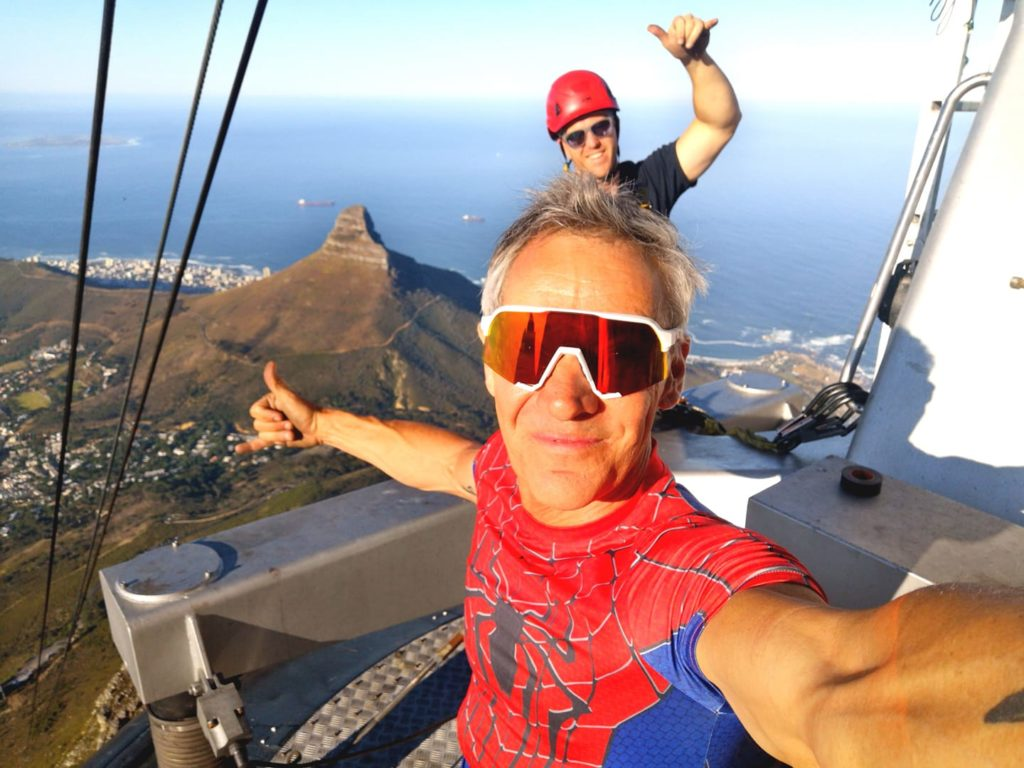 Man does incredible Cableway handstand