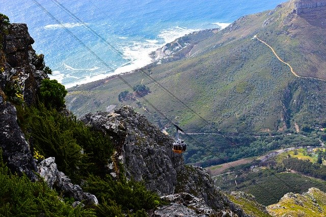 500 stranded on Table Mountain as load shedding strikes