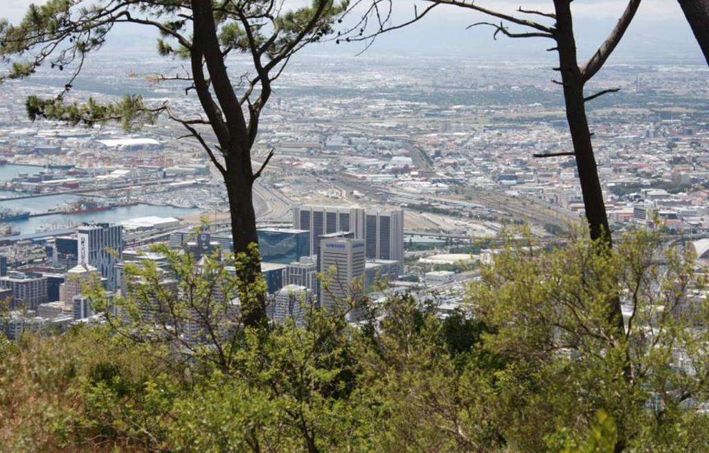 Female tourists threatened on Signal Hill