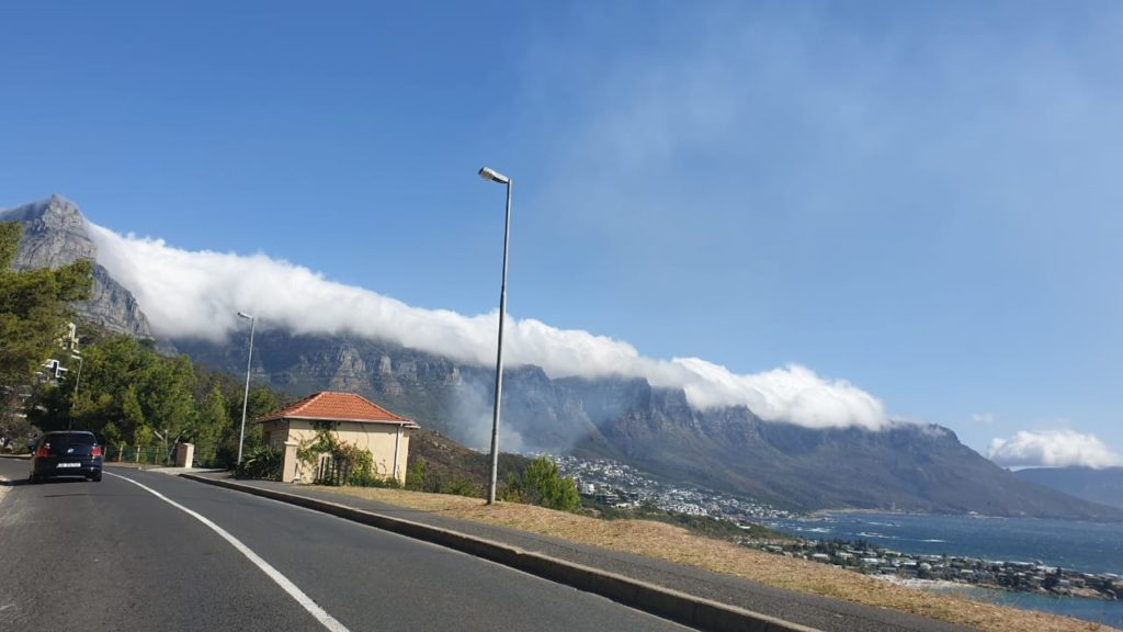 Kloofnek Road closed due to fire