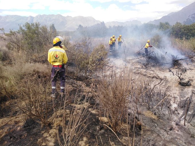 Firefighters continue to battle Du Toitskloof fire