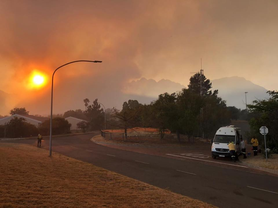 Du Toitskloof fire fuelled by winds