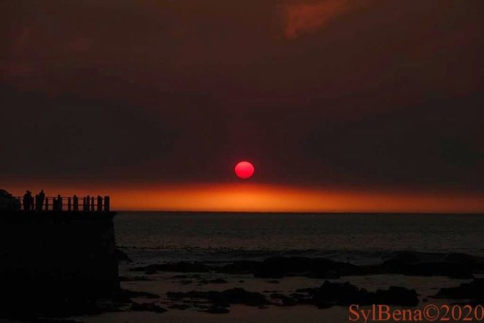 Red sun sets in Sea Point