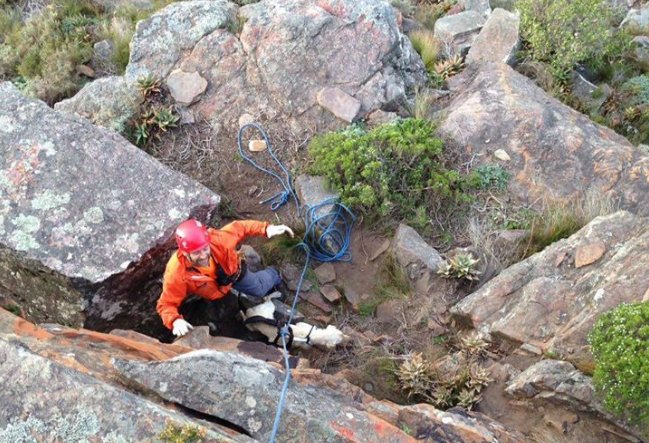 Rescuers blinded by laser while saving hikers