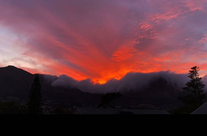 Cape Town sunset and sunrise set the sky ablaze