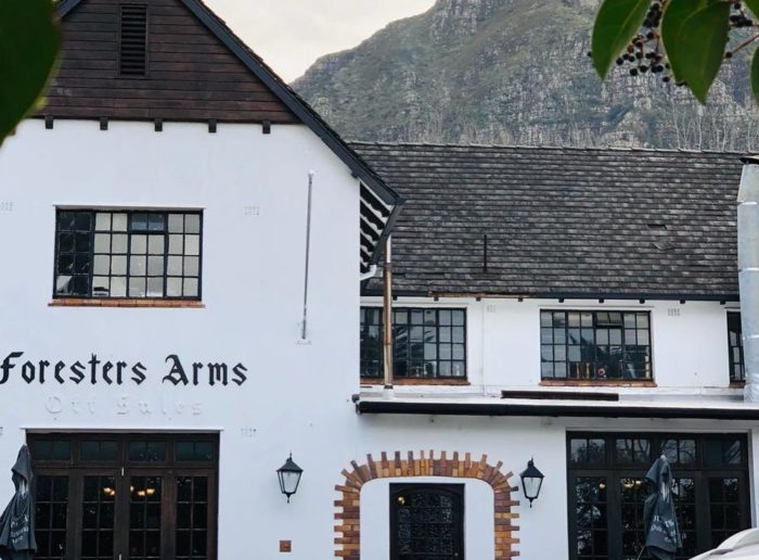 'Drive-through bars' open in the Cape