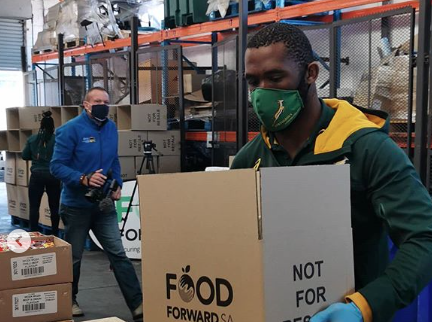 Bokke tackle food parcels