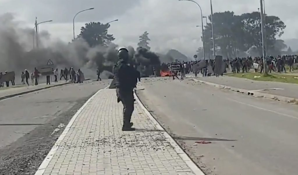 SAPS and protesters clash in Kraaifontein