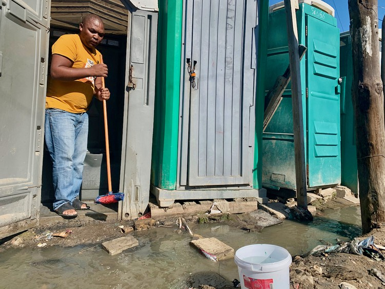 Dunoon residents threaten to empty toilets on N7