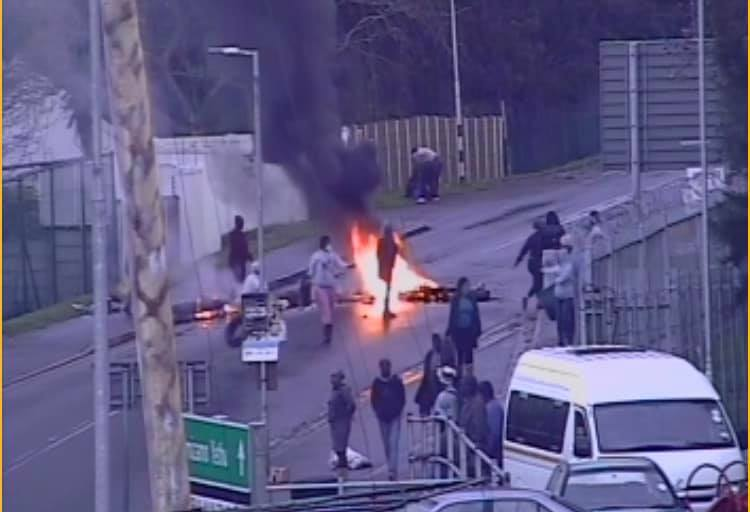 Protests continue in Hout Bay, roads closed