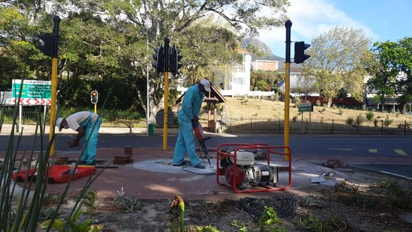 Installation process begins on historic Rondebosch Fountain