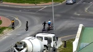 Cyclist pulled from bike by pedestrian in Hermanus
