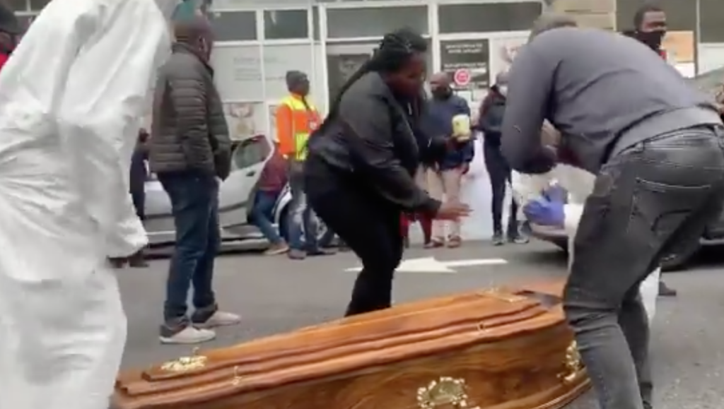 Undertakers protest at Home Affairs