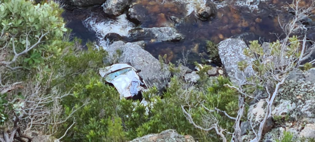 Three injured after car plunges off Bainskloof Pass