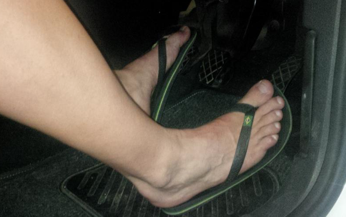 South Africans advised to drive barefoot instead of with flip flops