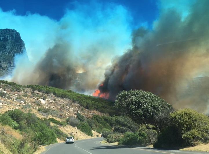 Roads reopened after Camps Bay fire
