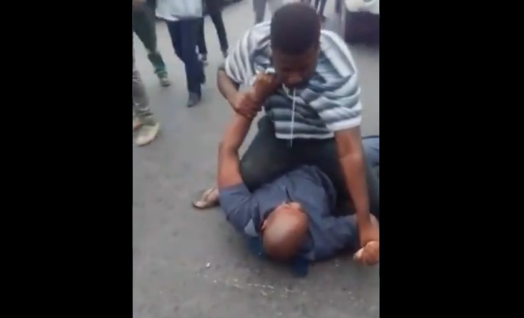 Taxi driver and police officer fighting in Khayelitsha goes viral