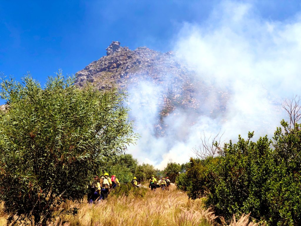 Fire breaks out on Table Mountain near Bakoven
