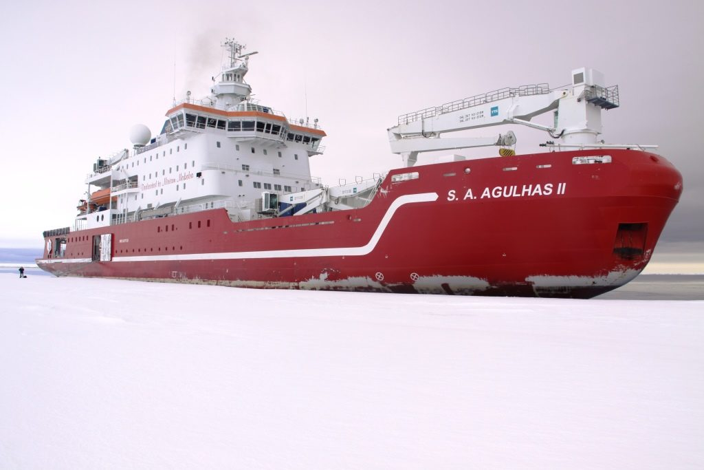 SA Agulhas II arrives safely in Antarctica