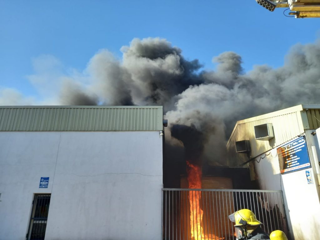 Wall collapses on firefighter in burning Parow factory