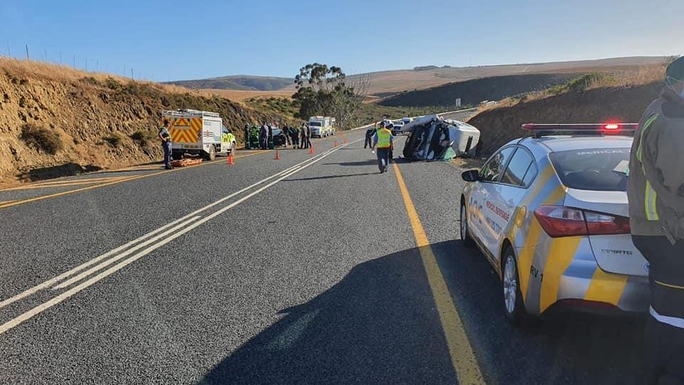 Woman dies, 10 injured in Botriver crash
