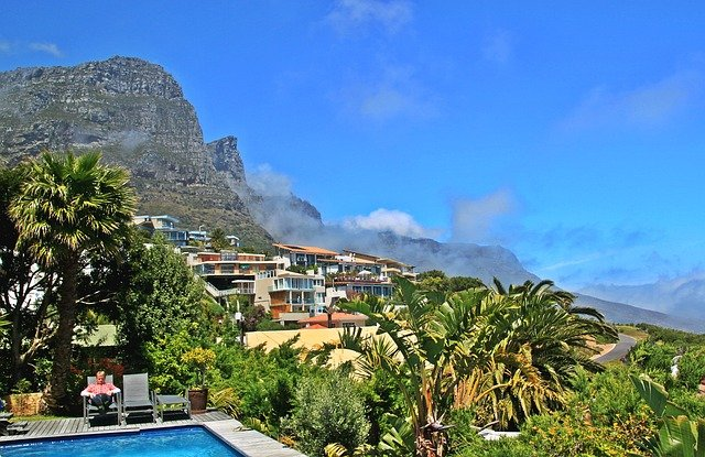 Atlantic Seaboard homes stand empty