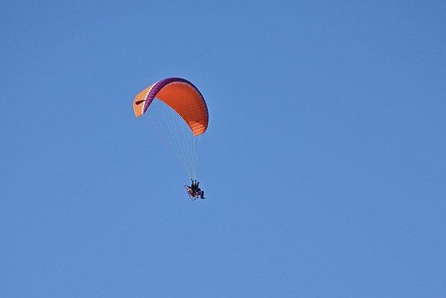 Paraglider crashes near Sea Point