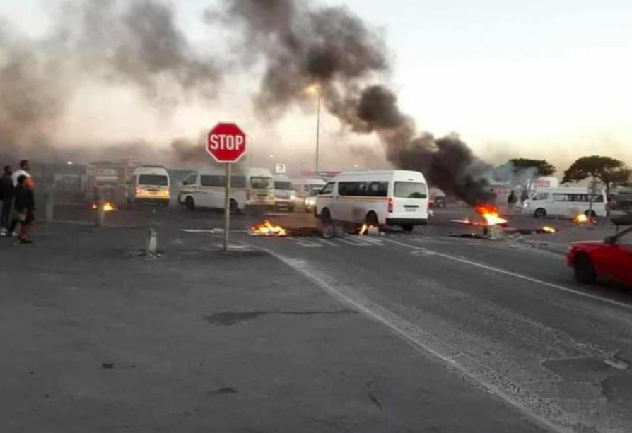 Cape Town roads close amid service delivery protests