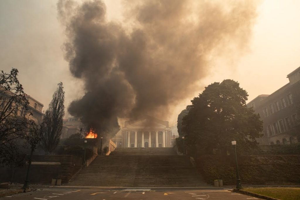 WATCH: Table Mountain fire rages, UCT burns