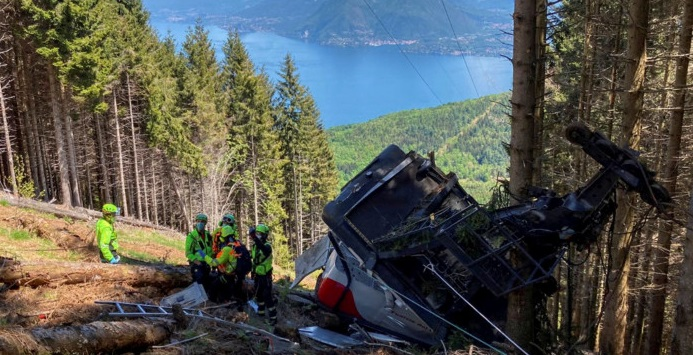 Cable car accident in Italy leaves 13 dead
