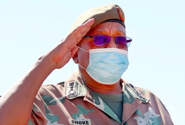 Outgoing SANDF chief visits Cape troops one last time