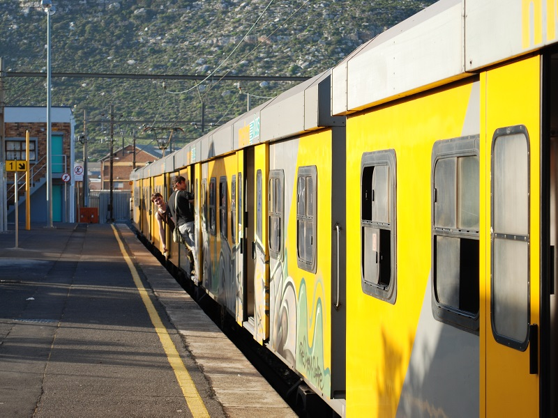 Cape Town's central train line occupied by nearly 8000 dwellers