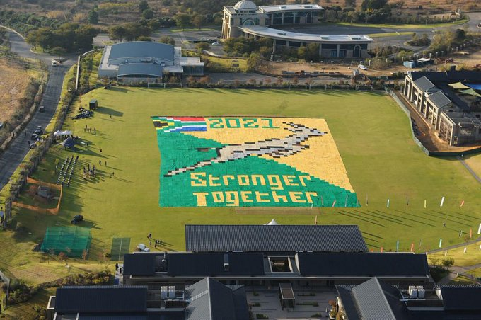 KnitWits puts together biggest Springbok blanket for charity