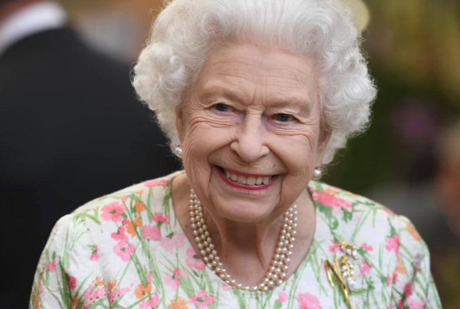 The Queen rocked SA jewelry again, and there's a story of art behind it