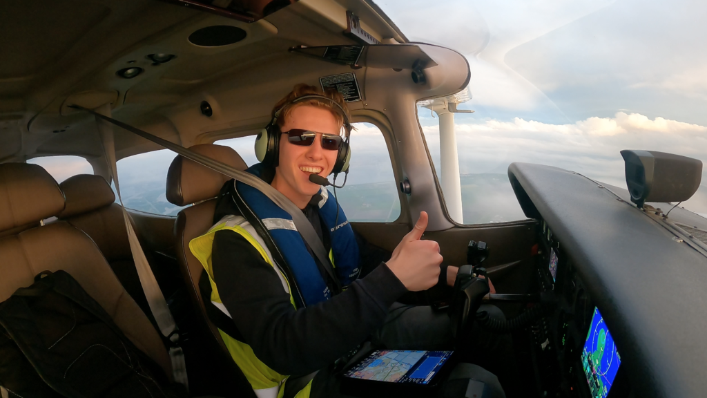 18-year-old becomes the first to travel around the world solo