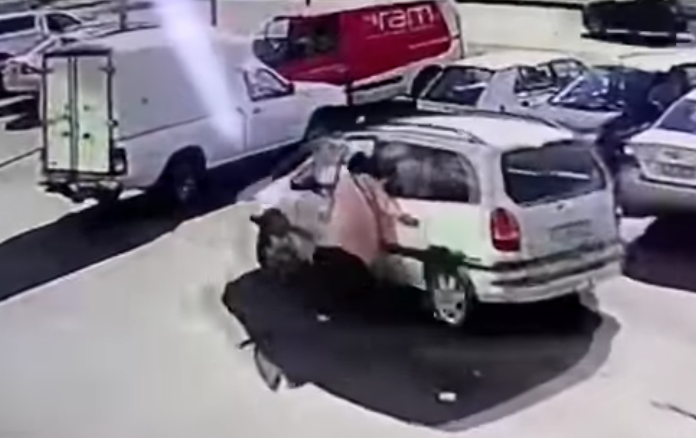 WATCH: Mother tries to fight off hijacker while her children are still in the car