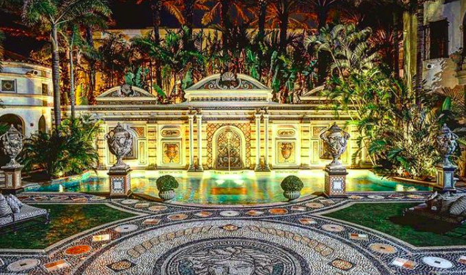 2 found dead at Versace Mansion, a day before the 24th anniversary of Gianni Versace's murder