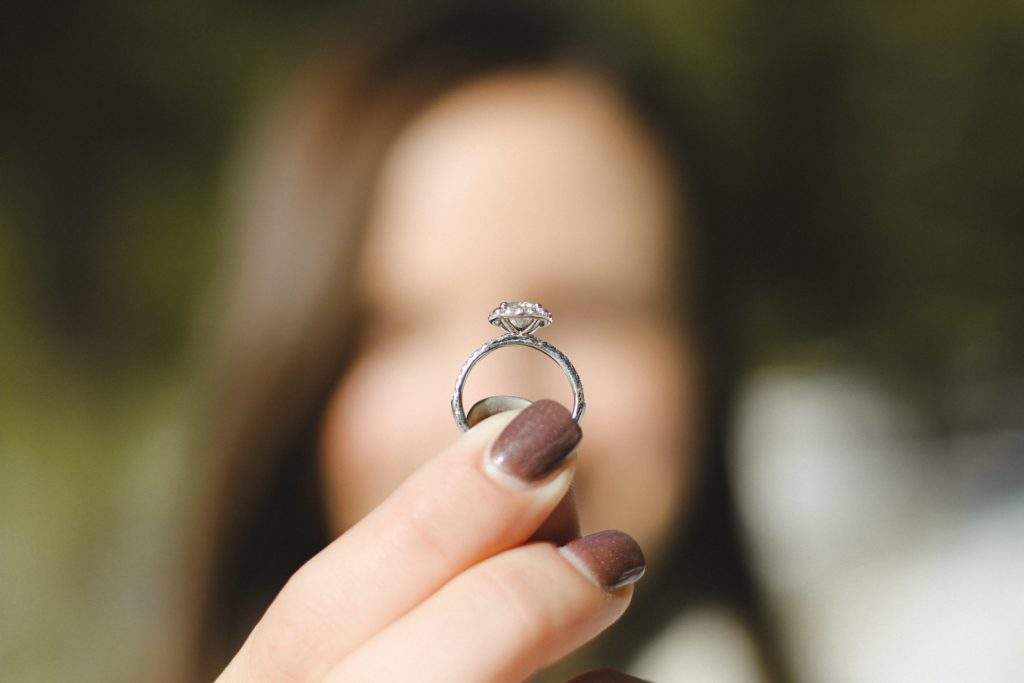 A fellow Capetonian's beloved wedding ring went missing in the snow, can we reunite them?