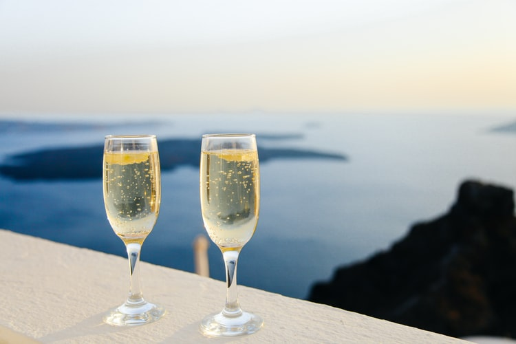 Add some fizz to your life with a bottomless bubbly experience