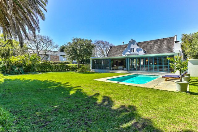 An inside look at this R11,900,000 Rondebosch home