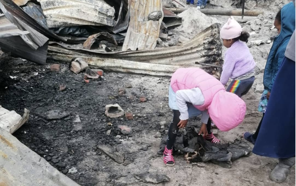 Fire claims over 100 homes at Overberg Heights, Cape Town
