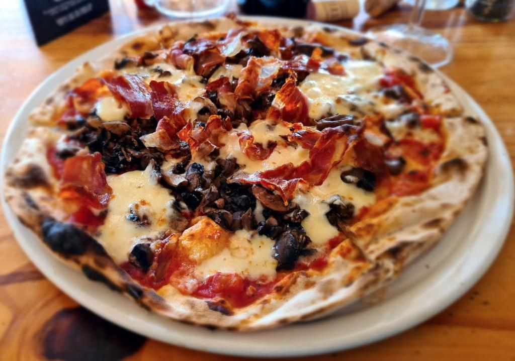 WATCH: Hout Bay restaurant named best pizzeria in Africa, bravo!
