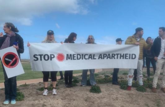 'Medical Apartheid'? Sea Point Promenade becomes anti-vaxxers' stage again