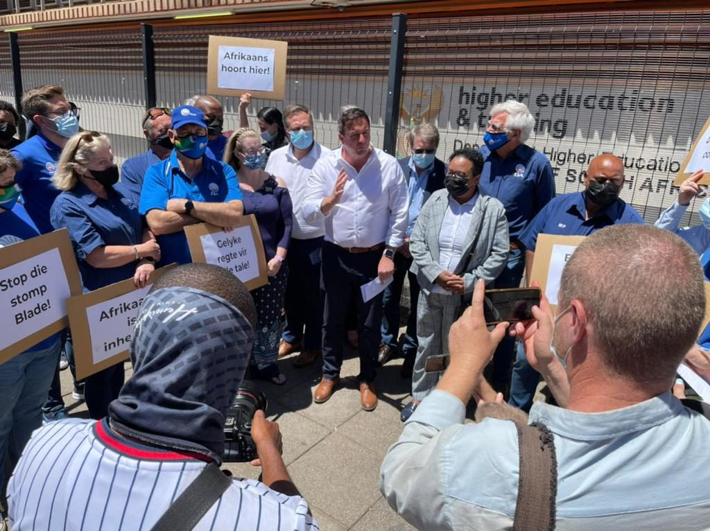 DA hands over petition for Afrikaans to be declared an indigenous language